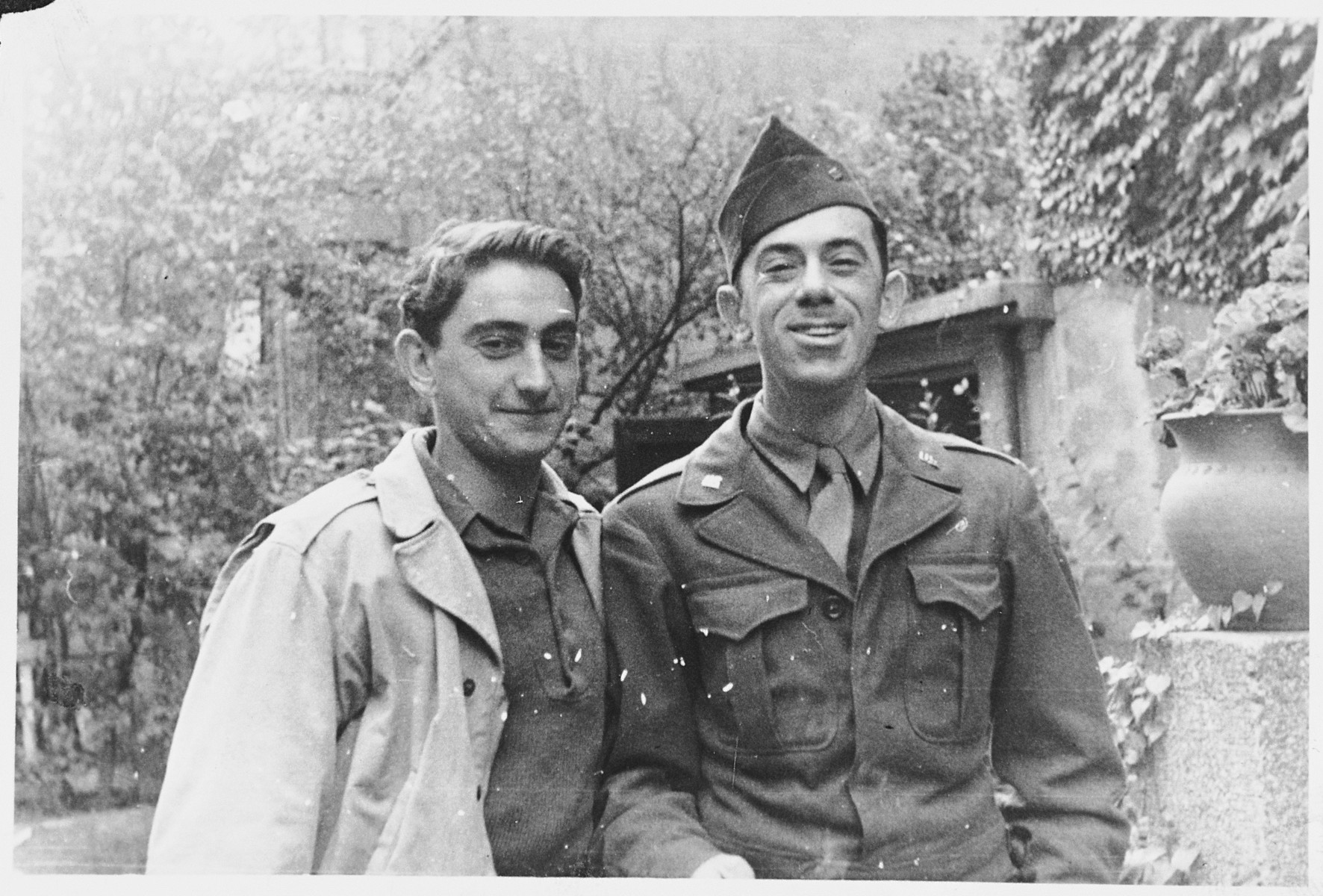 Shmuel Shalkovsky poses with an American Jewish soldier who had befriended him.