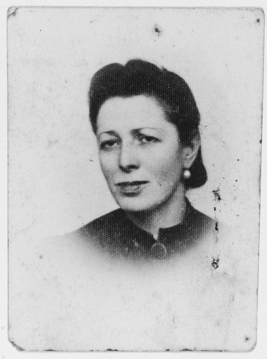 Identification photograph of Freida Cuker taken in the Radom ghetto.
