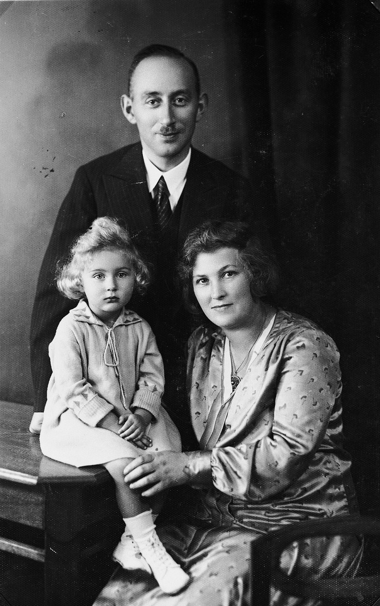 Studio portrait of the Edel family in Stettin.  Pictured are Yaakov, Henrietta and Gisela Edel.