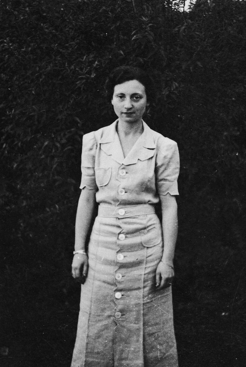 Portrait of German Jewish refugee Ruth Weyl in Kenya.