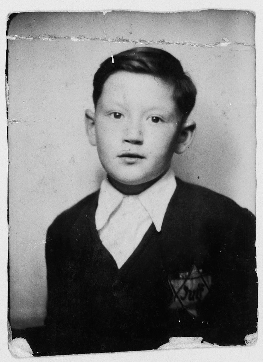 Close-up photograph of a Jewish boy wearing a Jewish star.  Pictured is Israel Lichtenstein.