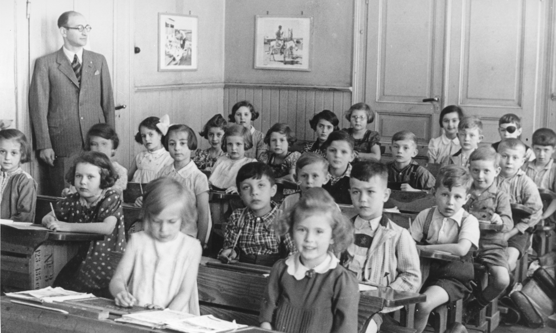 Young children study in a classroom at a Jewish school in Kassel, Germany during the Third Reich.   Among those pictured are: the teacher Willi Katz, Dorrith Oppenheim (far left) and Heinz Westheim (fifth horizontal row from the front, right side).