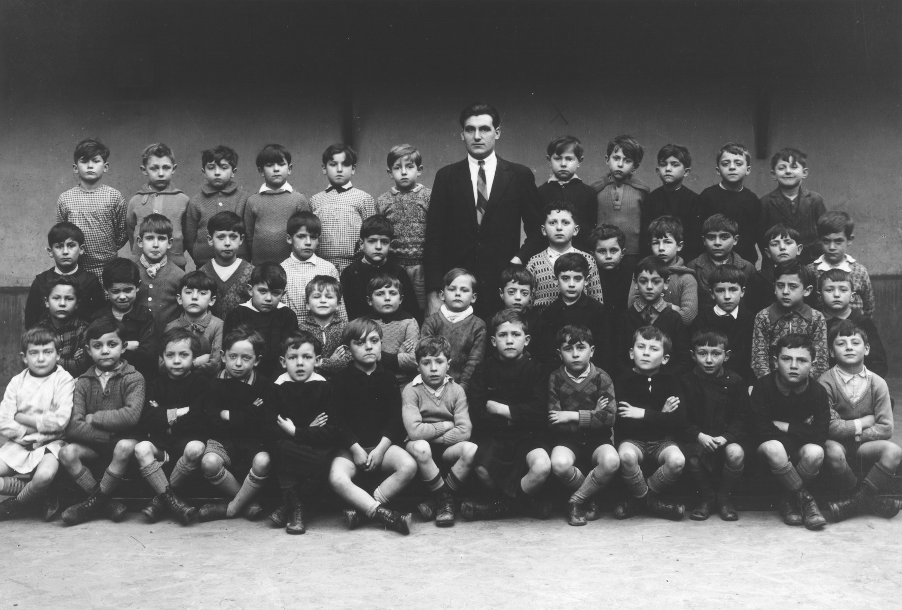 Class portrait of children at an elementary school in Paris, which was attended by Aba Sztern.