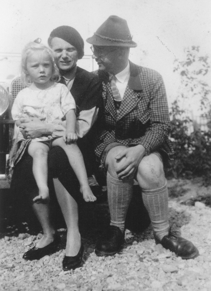 Heinrich and Margarete Himmler pose outside in front of their car with their daughter Gudrun.