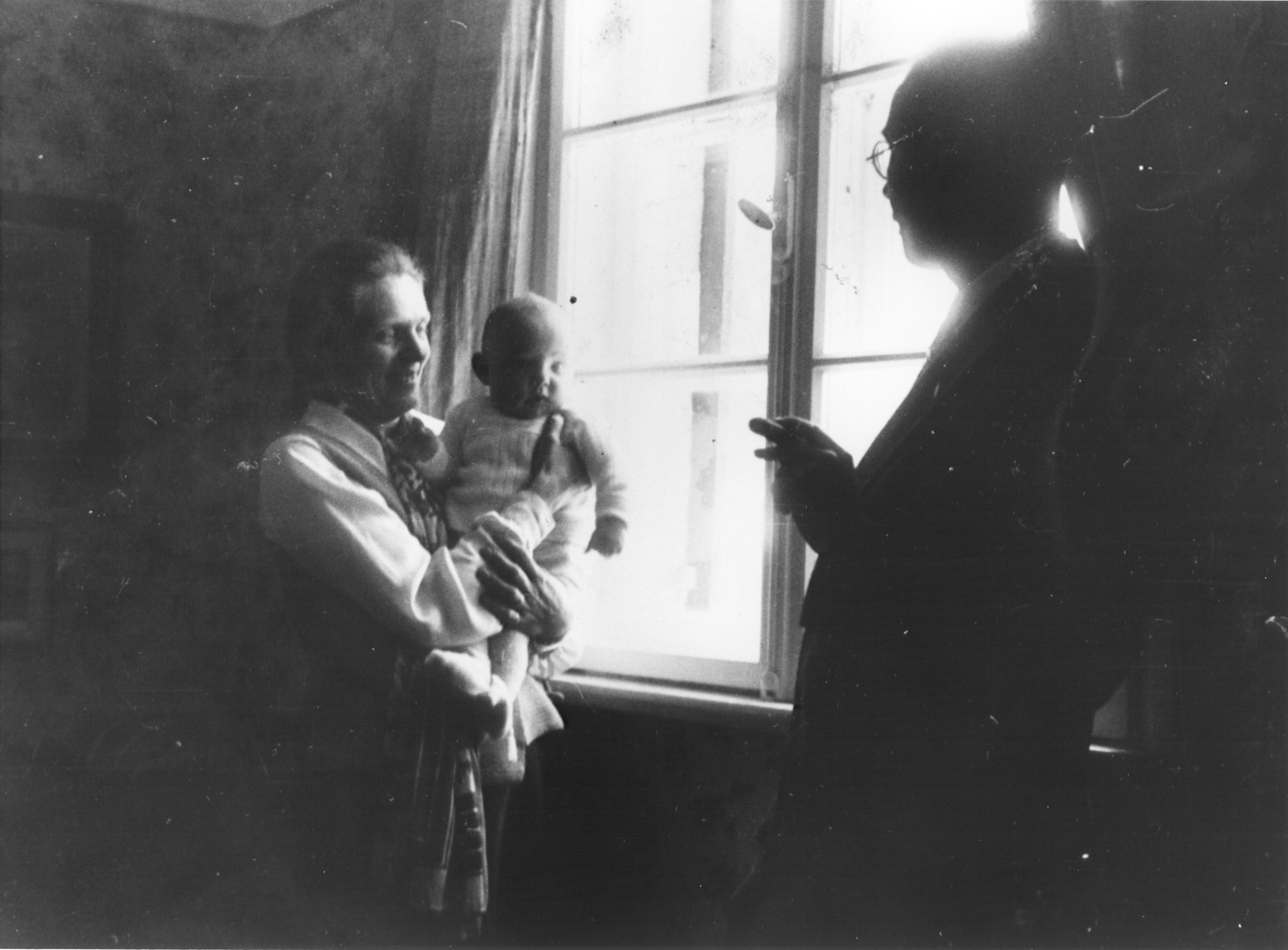 Heinrich and Margarete Himmler with their infant daughter Gudrun.