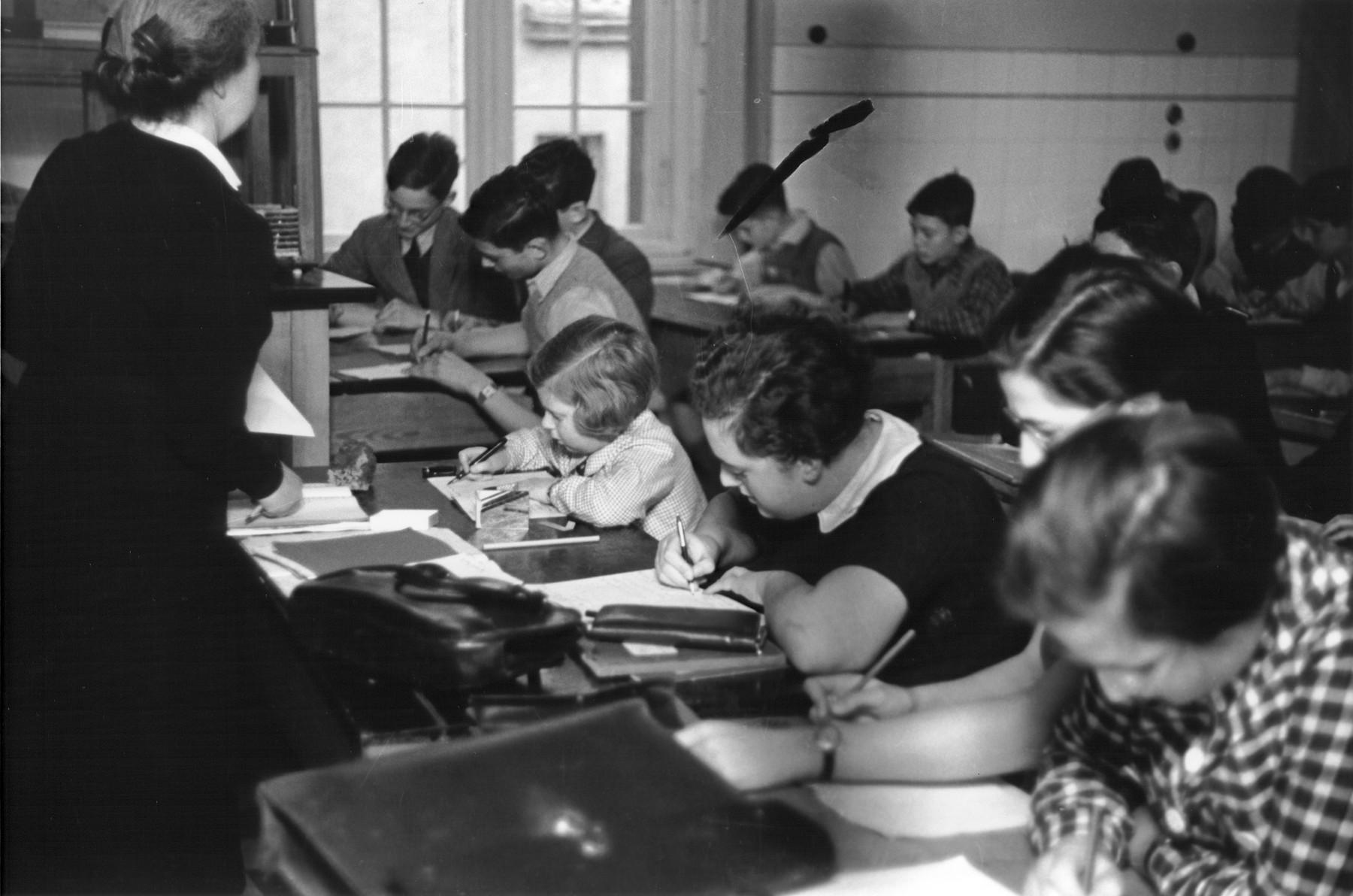 A female teacher instructs a class at the Goldschmidt Jewish private school in Berlin-Grunewald.
