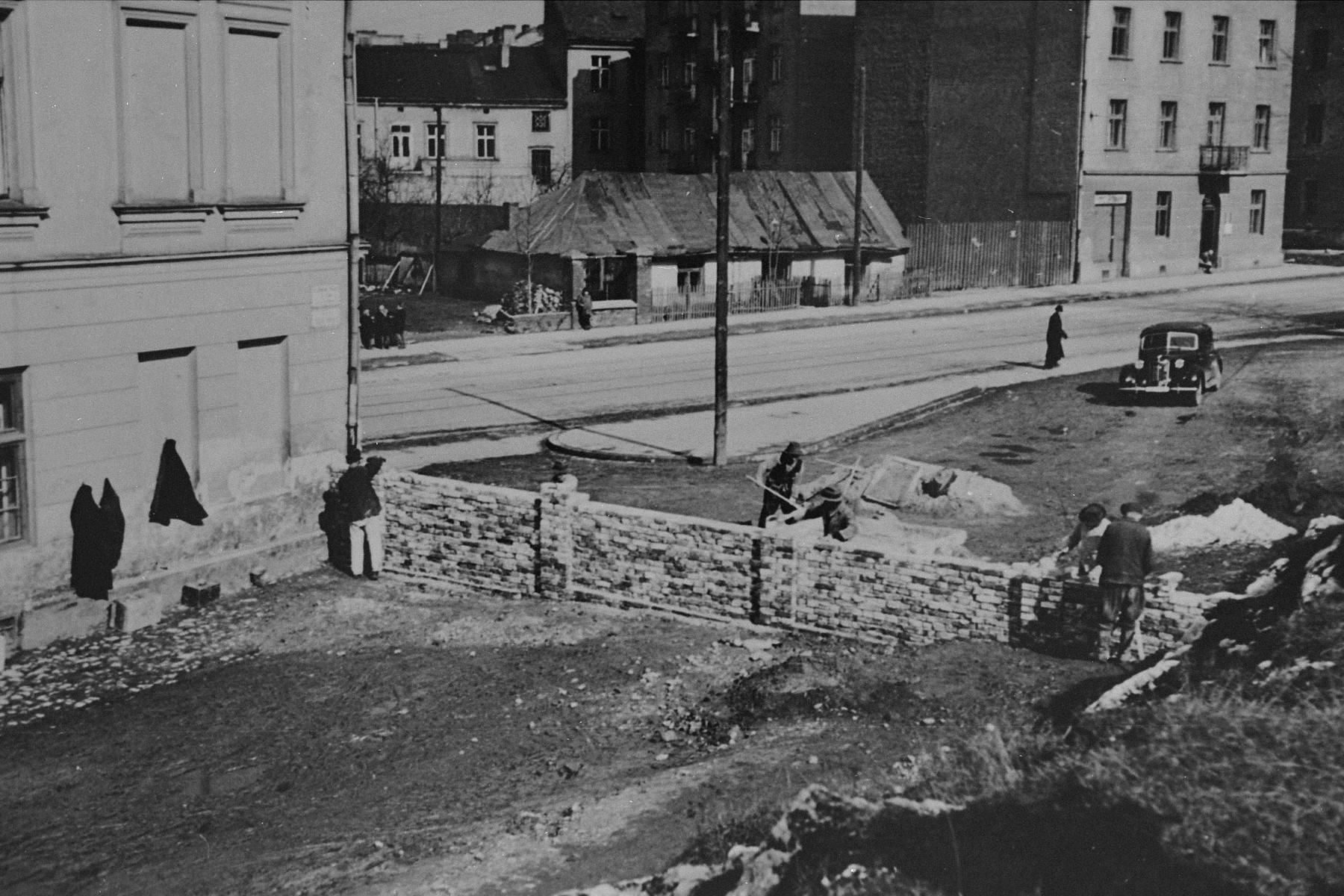 Jews at forced labor constructing the wall around the Krakow ghetto.