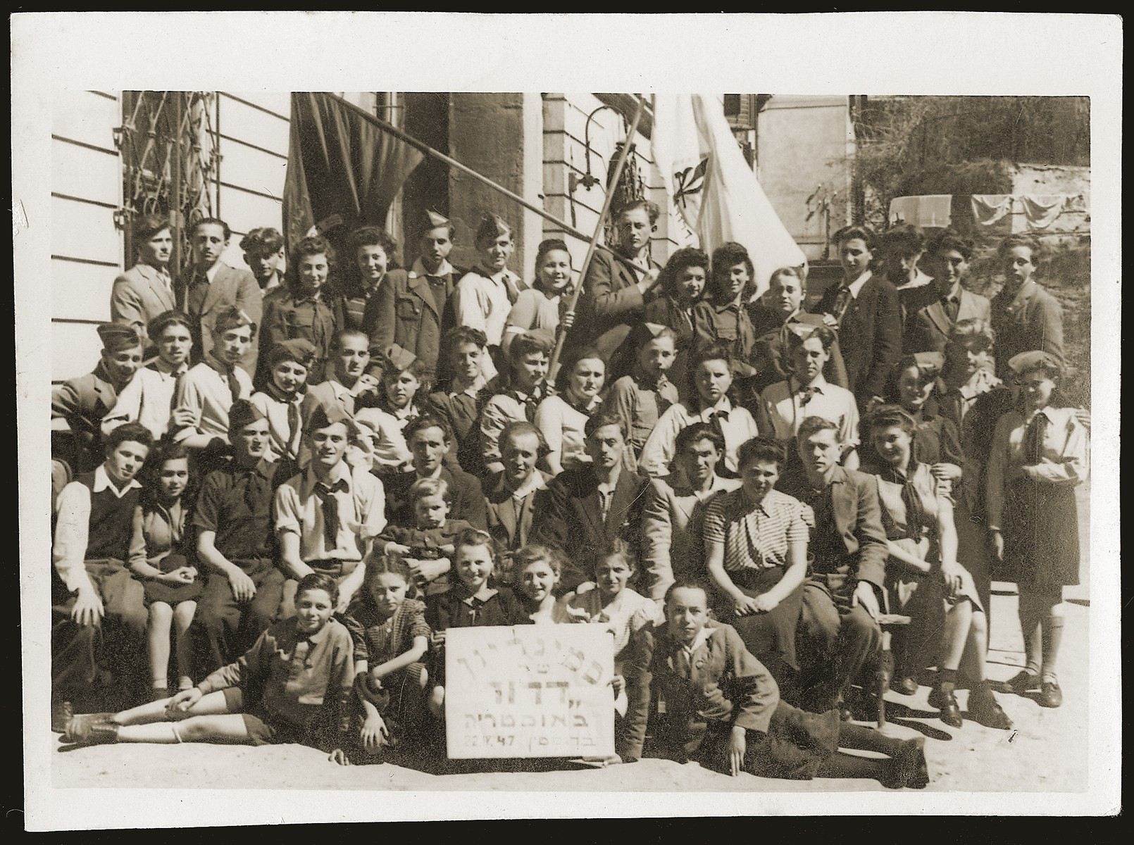 Group portrait of Dror Zionist youth at a seminar in the Bindermichl displaced persons camp.