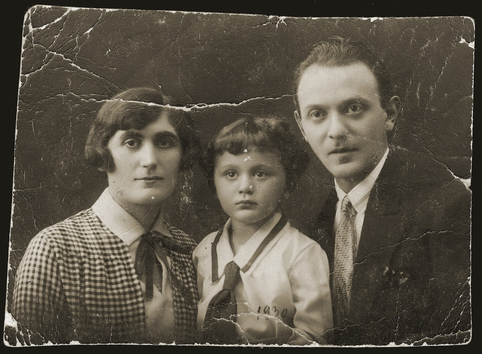 Szmuel and Lonia Liwer with their son Salek.