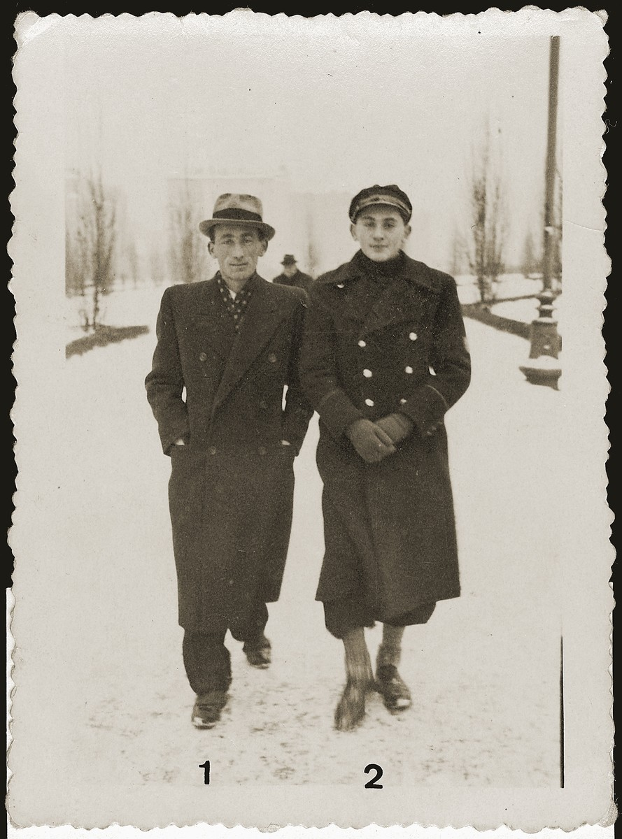 Salek Liwer (right) with Szyjek Mandel on a snowy street in Lodz.