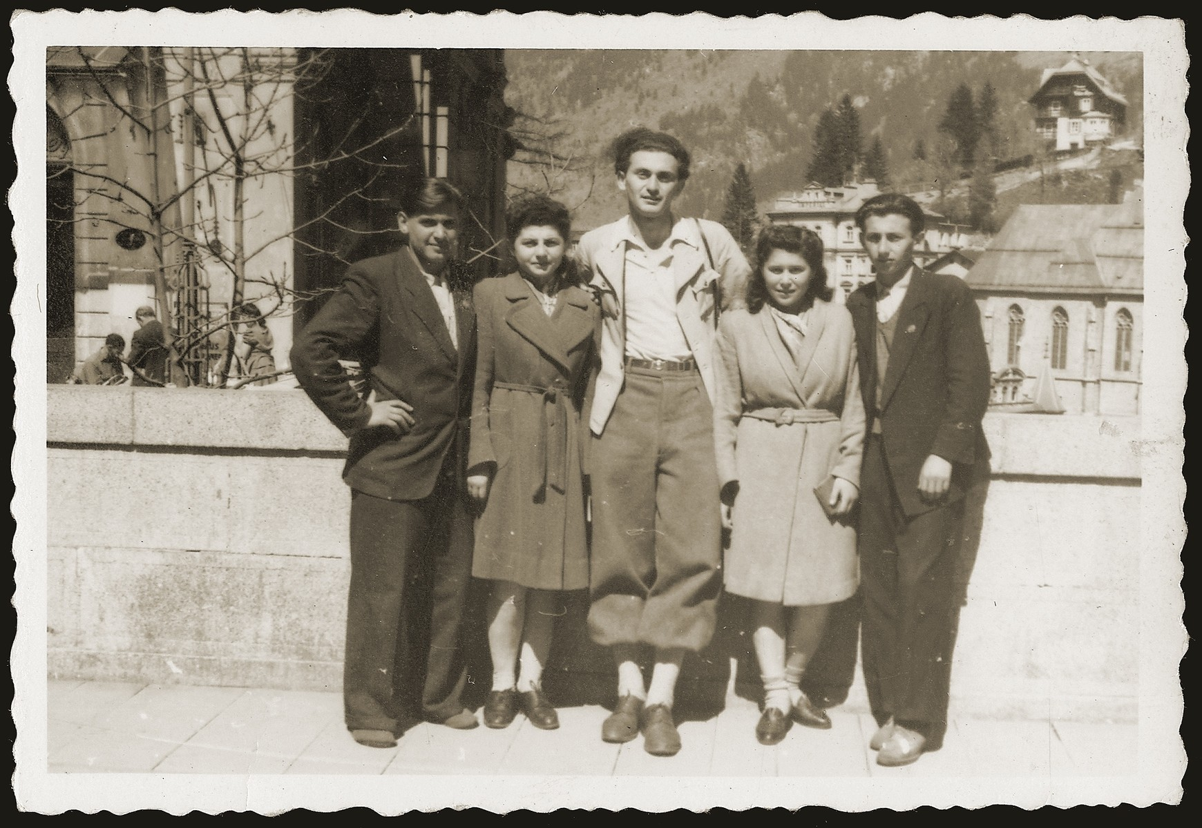 Salek Liwer (center) with friends at a Dror Zionist youth movement seminar in the Bad Gastein displaced persons camp.
