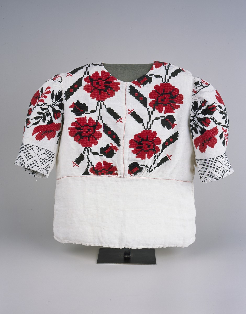 A hand-made flowered blouse given to Eve Rich by the nuns of a Carmelite convent after they could no longer hide them.  She wore the blouse under her clothes in Majdanek.