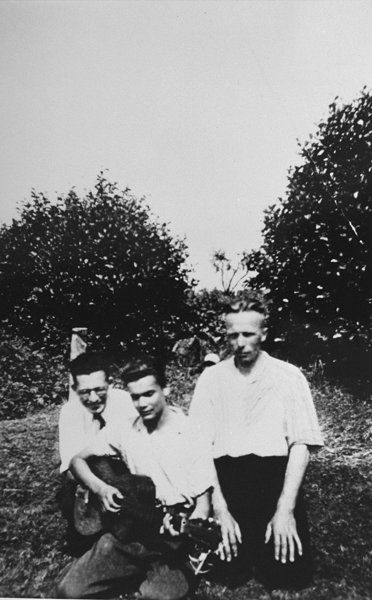 Arnold Douwes (right) with Isador Davids and Lou Gans, two Jewish youth he hid in the village of Nieuwlande, who became participants in the Resistance.   Davids and Gans produced anti-Nazi cards and pamphlets that ridiculed the Germans and rallied the inhabitants of Nieuwlande to the cause of resistance.  These were sold to raise money for rescue efforts.