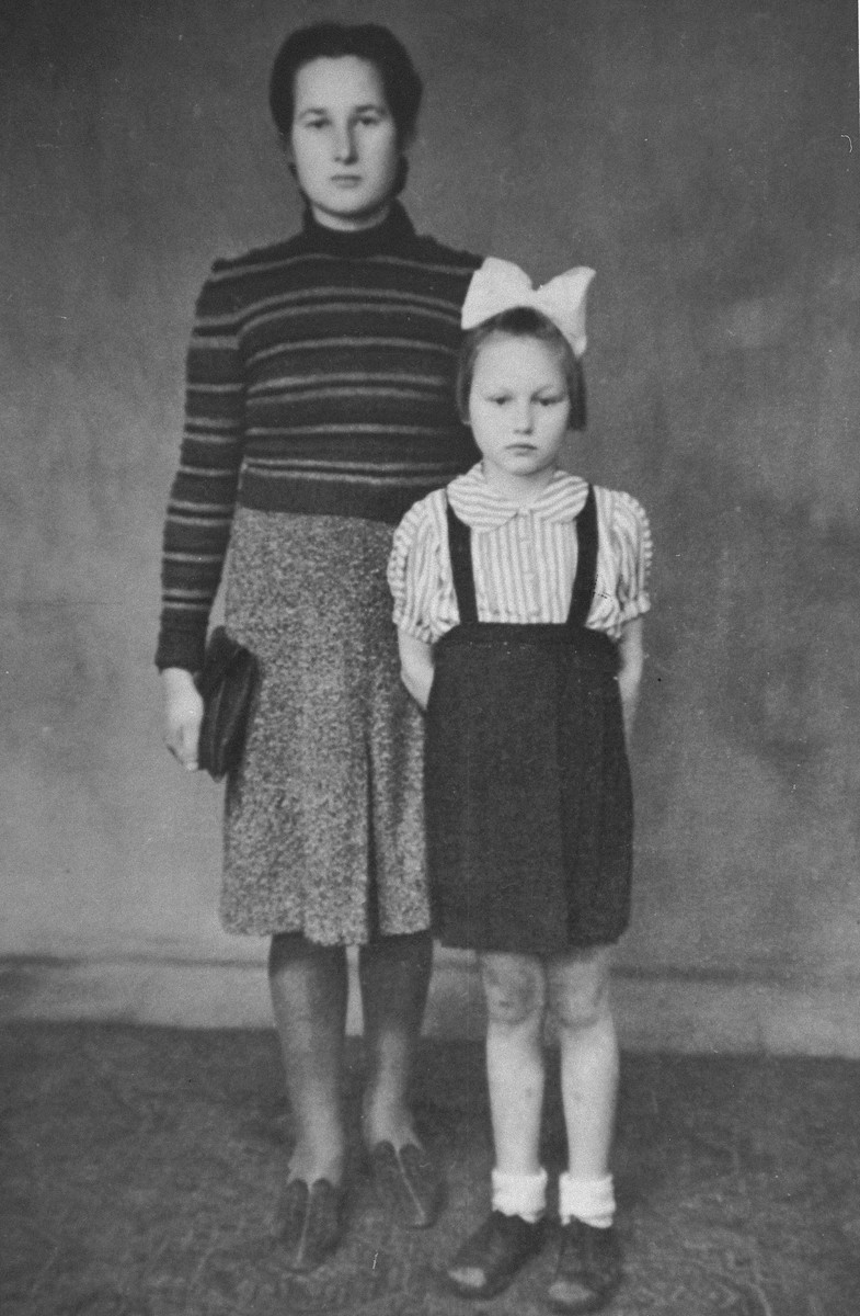 Portrait of Stefania Podgorska and her younger sister Helena.