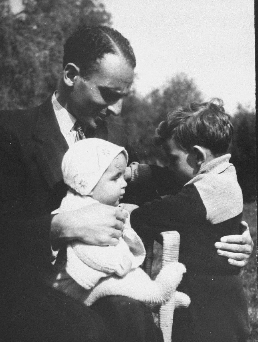 Freddie Pollak with his children Erica and Lex.