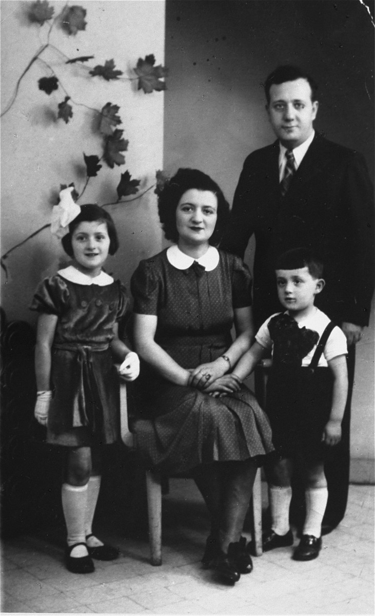 Studio portrait of Israel and Chana Fajga Pesses with their children, Berthe and Albert.