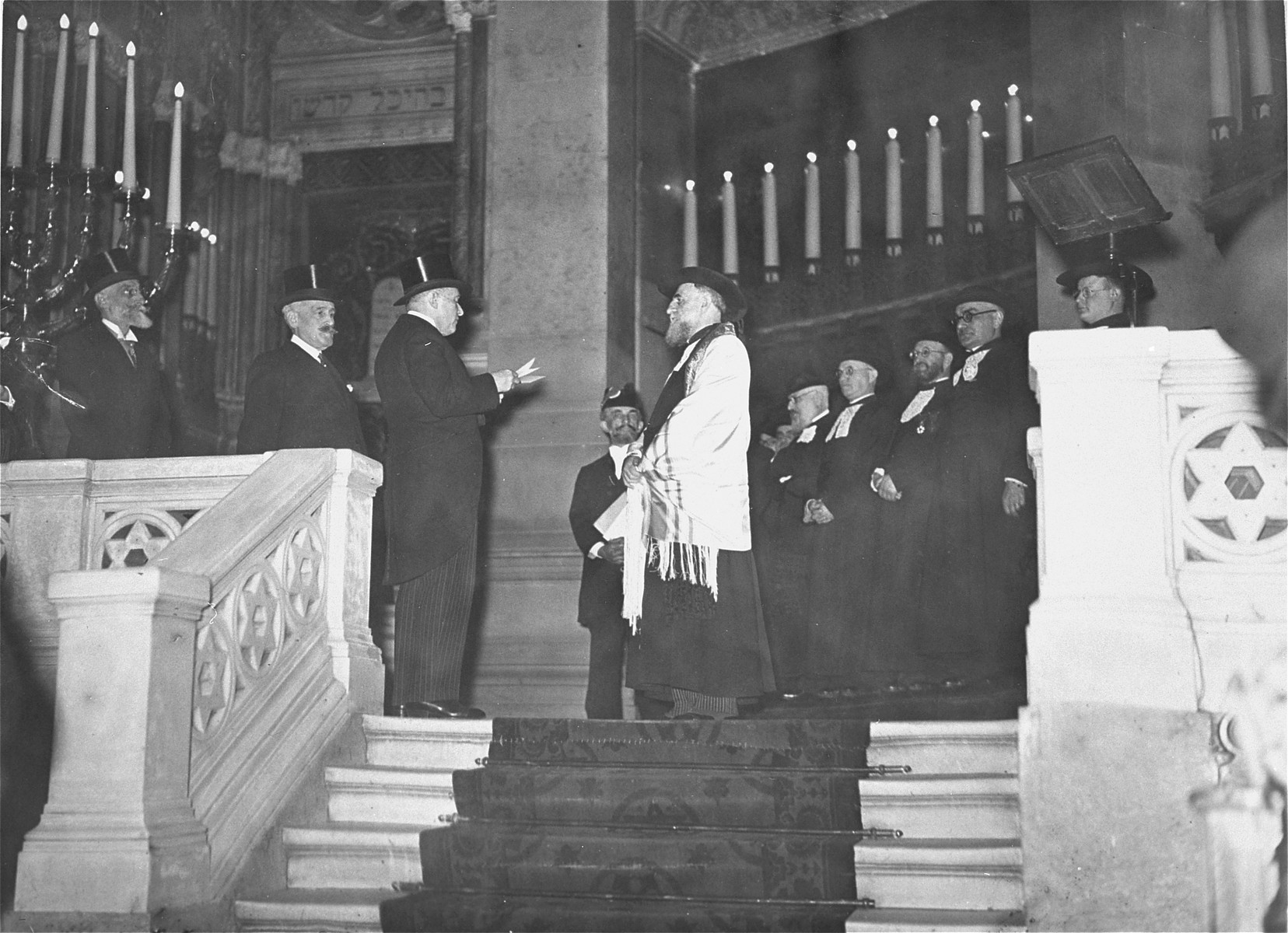 Baron Edmond de Rothschild gives a speech at the installation of the new Chief Rabbi of France, Isaie Schwartz.