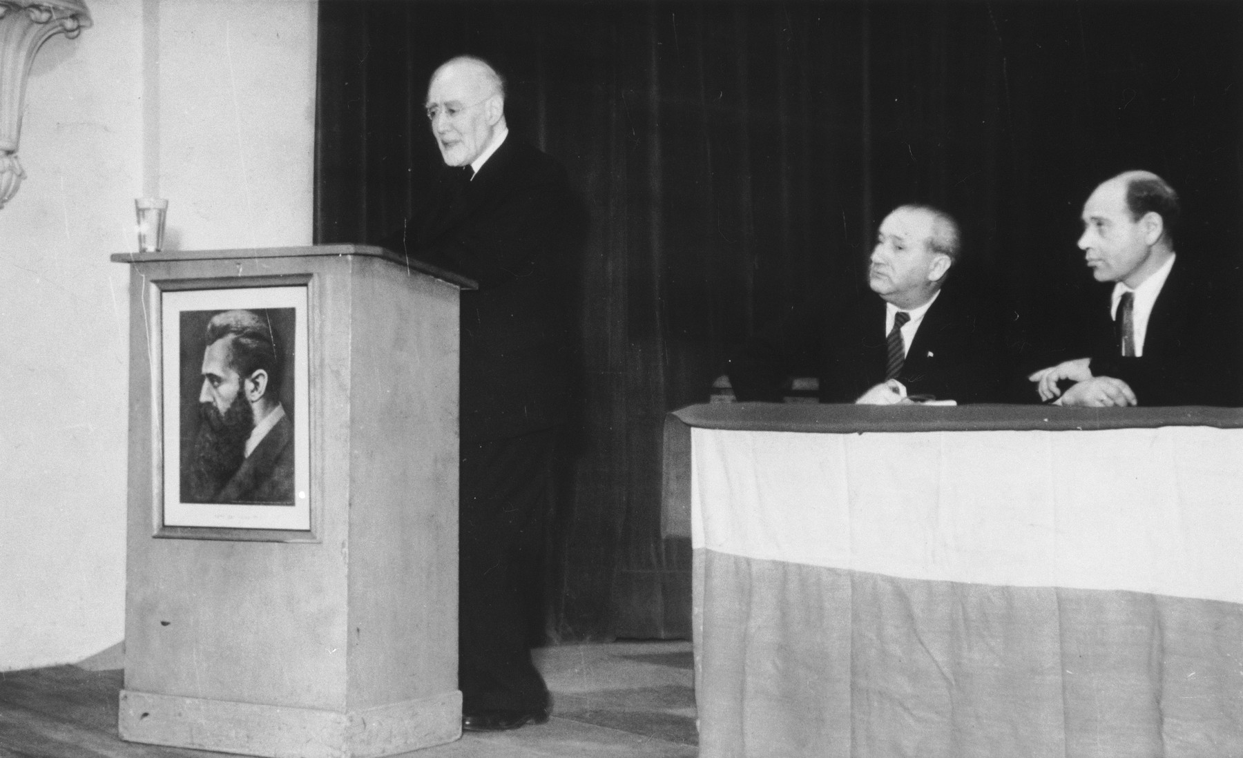 Rabbi Leo Baeck delivers a speech at a Zionist meeting in Hannover during his three week visit to Germany in the fall of 1948.