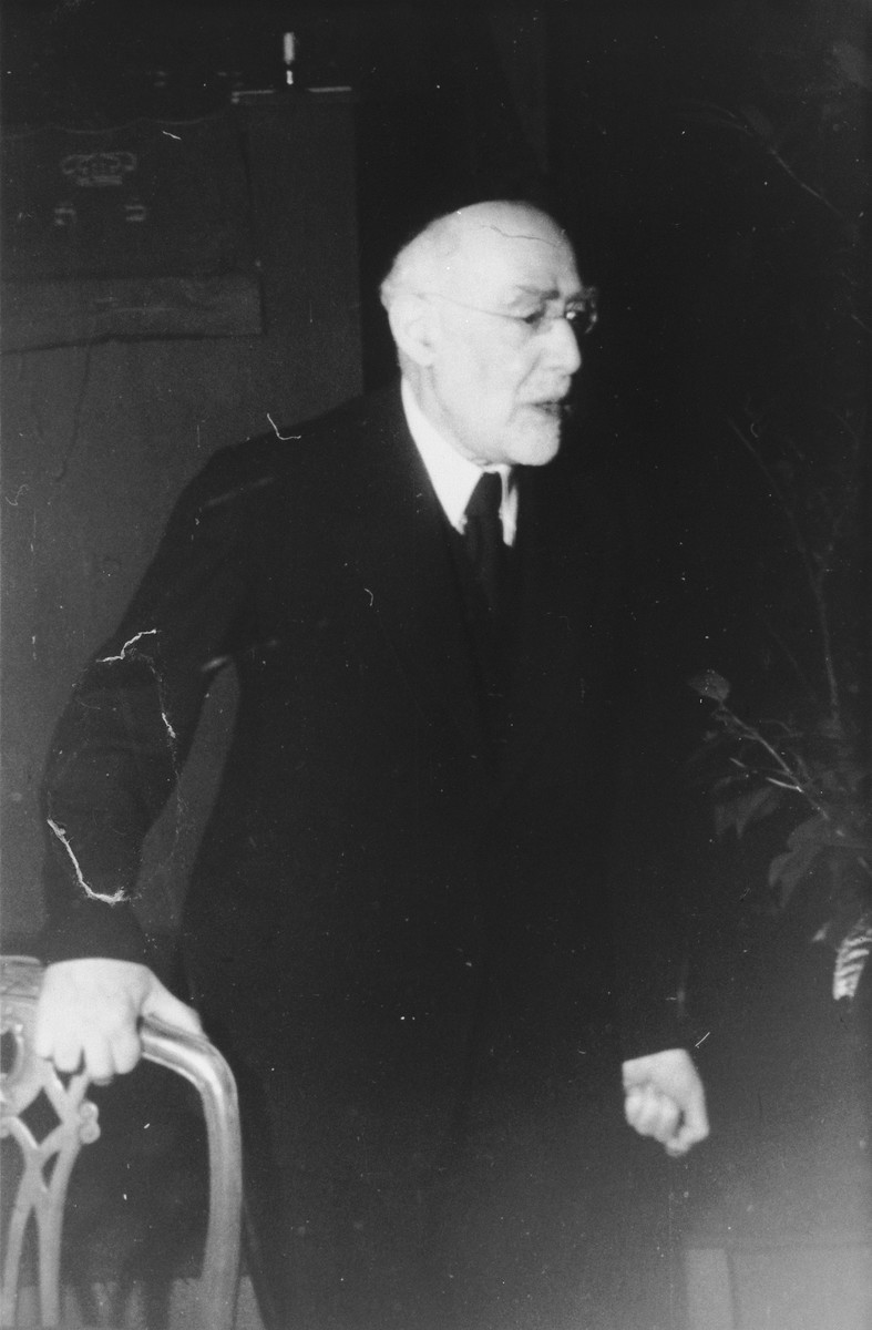 Portrait of 75-year-old Rabbi Leo Baeck during his three week visit to Germany in the fall of 1948.
