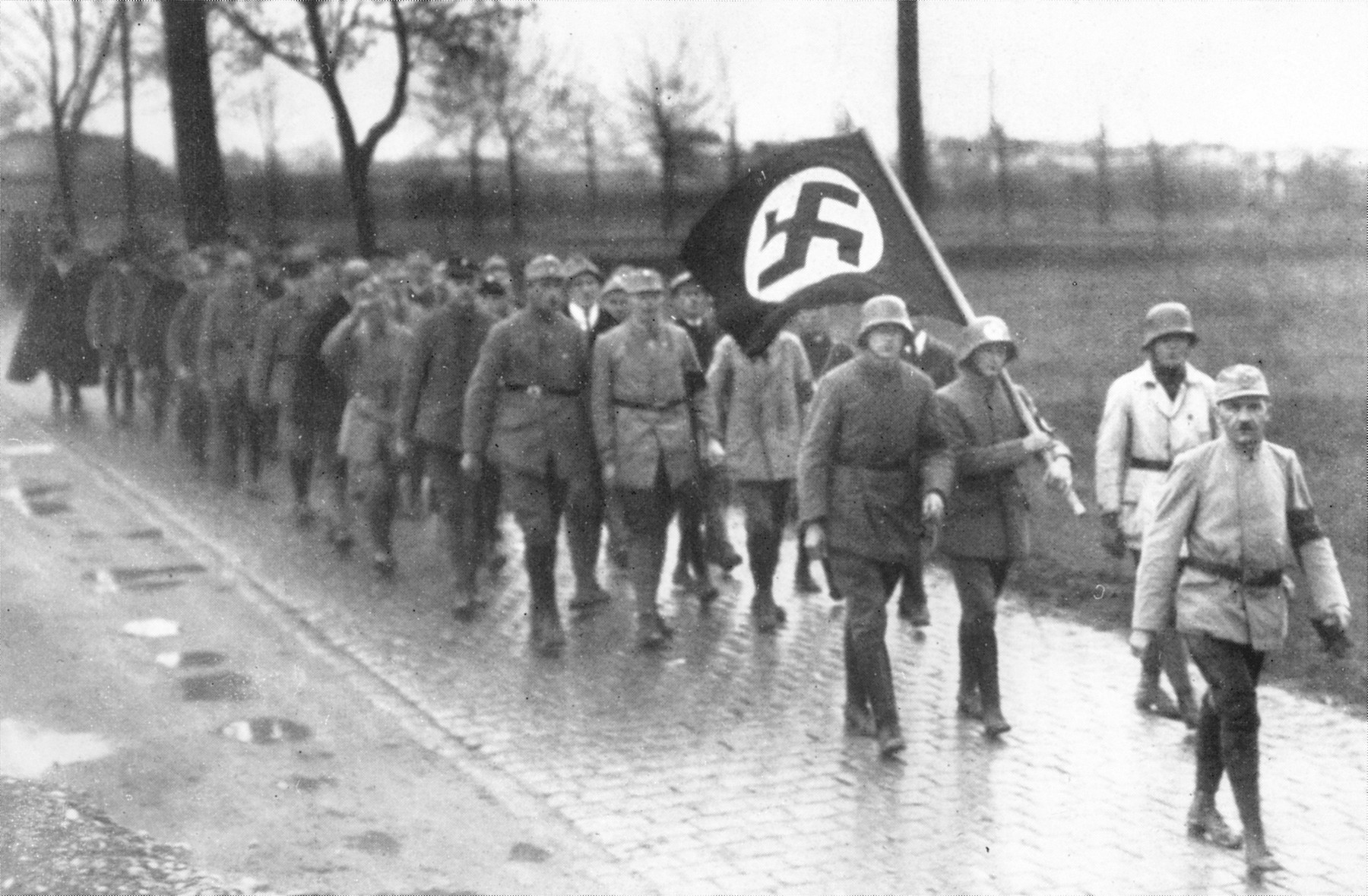 SA members march in a long column along a street in Munich.