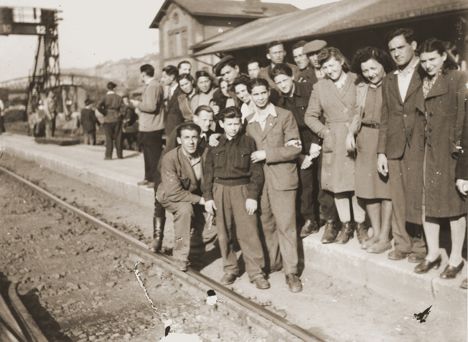 A group of Jewish DPs waits at the Vienna railroad station for a train to take them on the next leg of their journey along the Bricha route to the American Zone of Germany.  In the center is Juzik Weiss.