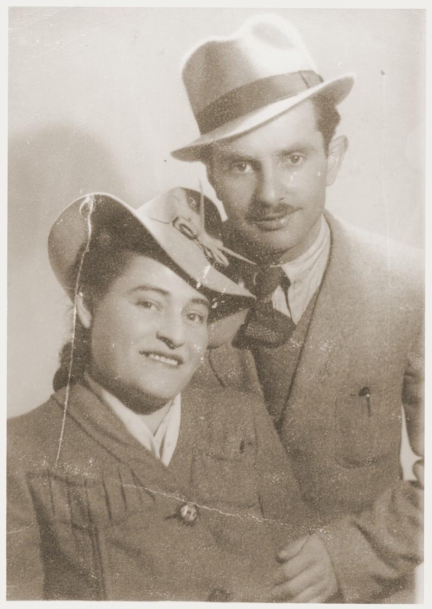 Studio portrait of Noach and Sara (Feldberg) Miedzinski shortly before leaving for America.