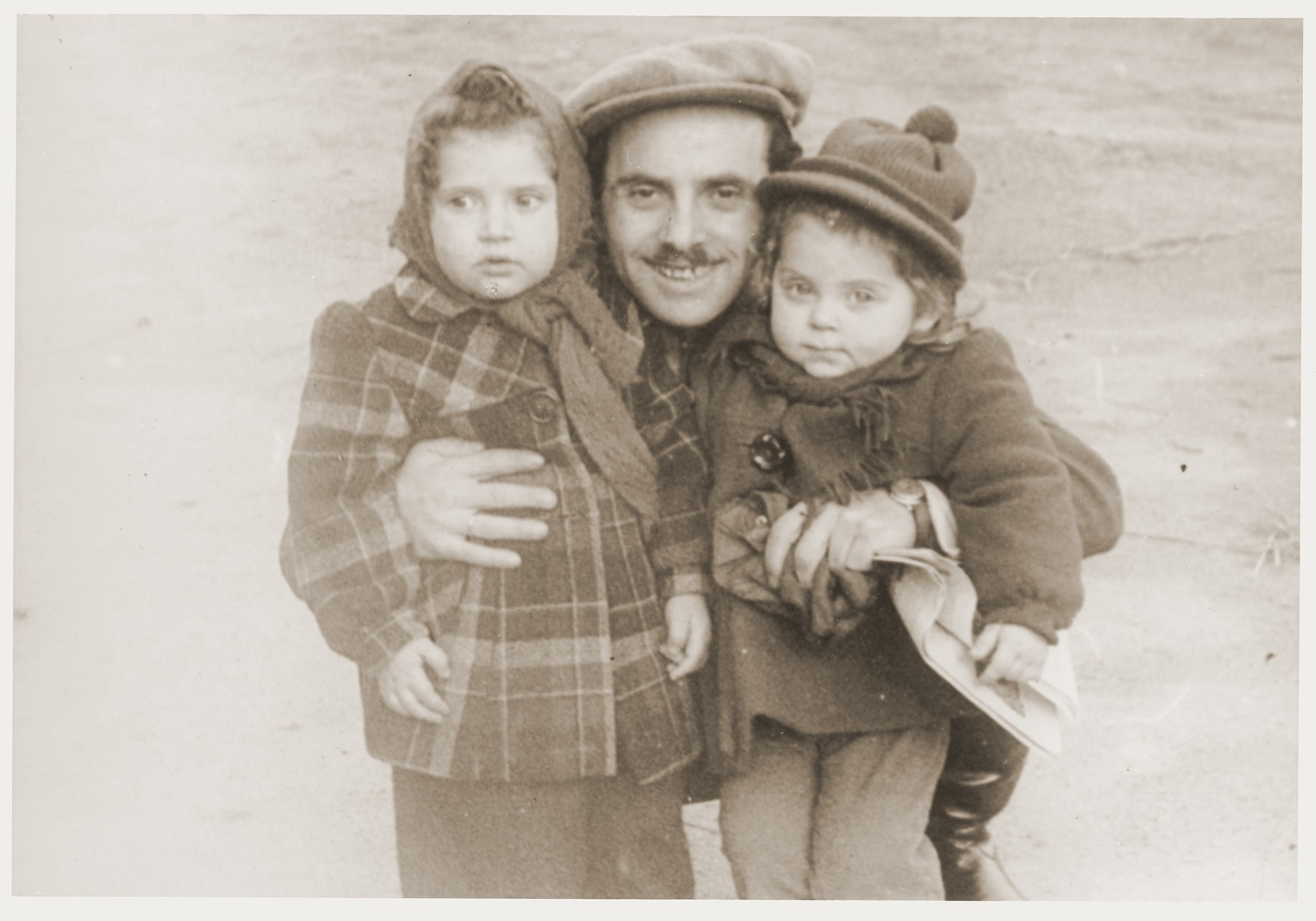 Noach Miedzinski poses with his niece (left) and daughter Nili (right) at the Kibbutz Nili hachshara (Zionist collective) in Pleikershof, Germany.