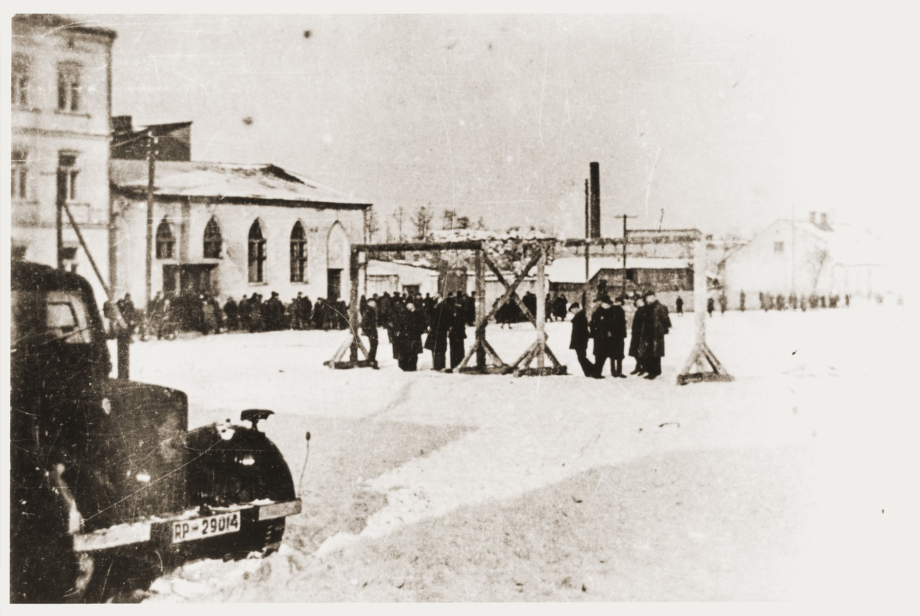 Ten Jews are hanged on a gallows erected in the town square of Wielun.
