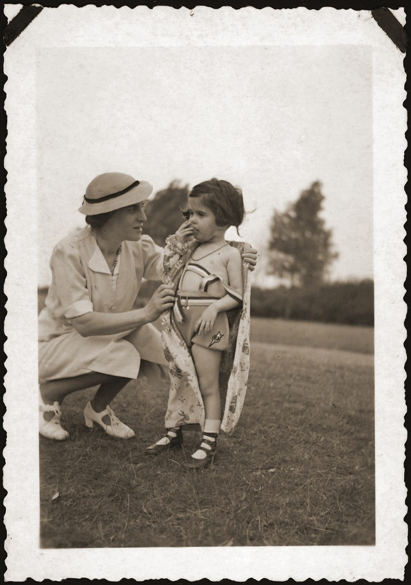 Ruth Lisak poses with her mother in a park in Brussels.