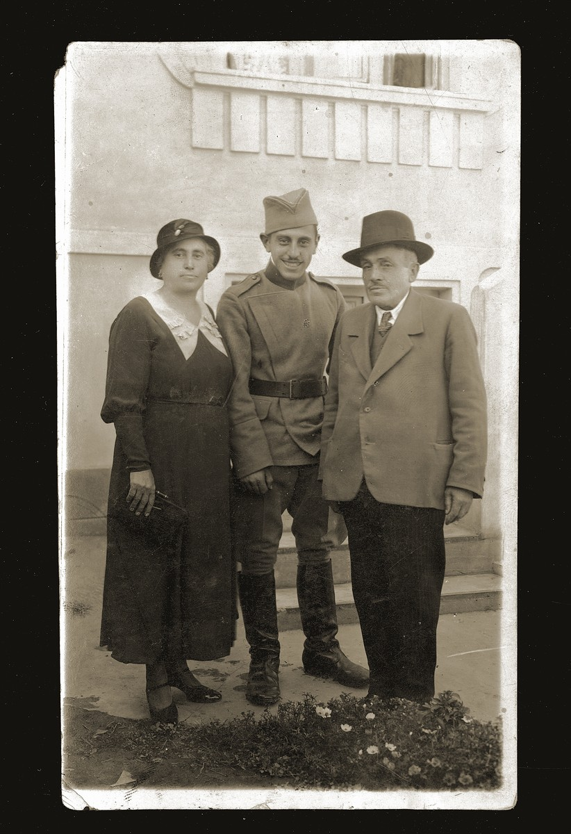 Mosa (Moshe) Mandil poses in army uniform with his parents, Regina and David Mandil.