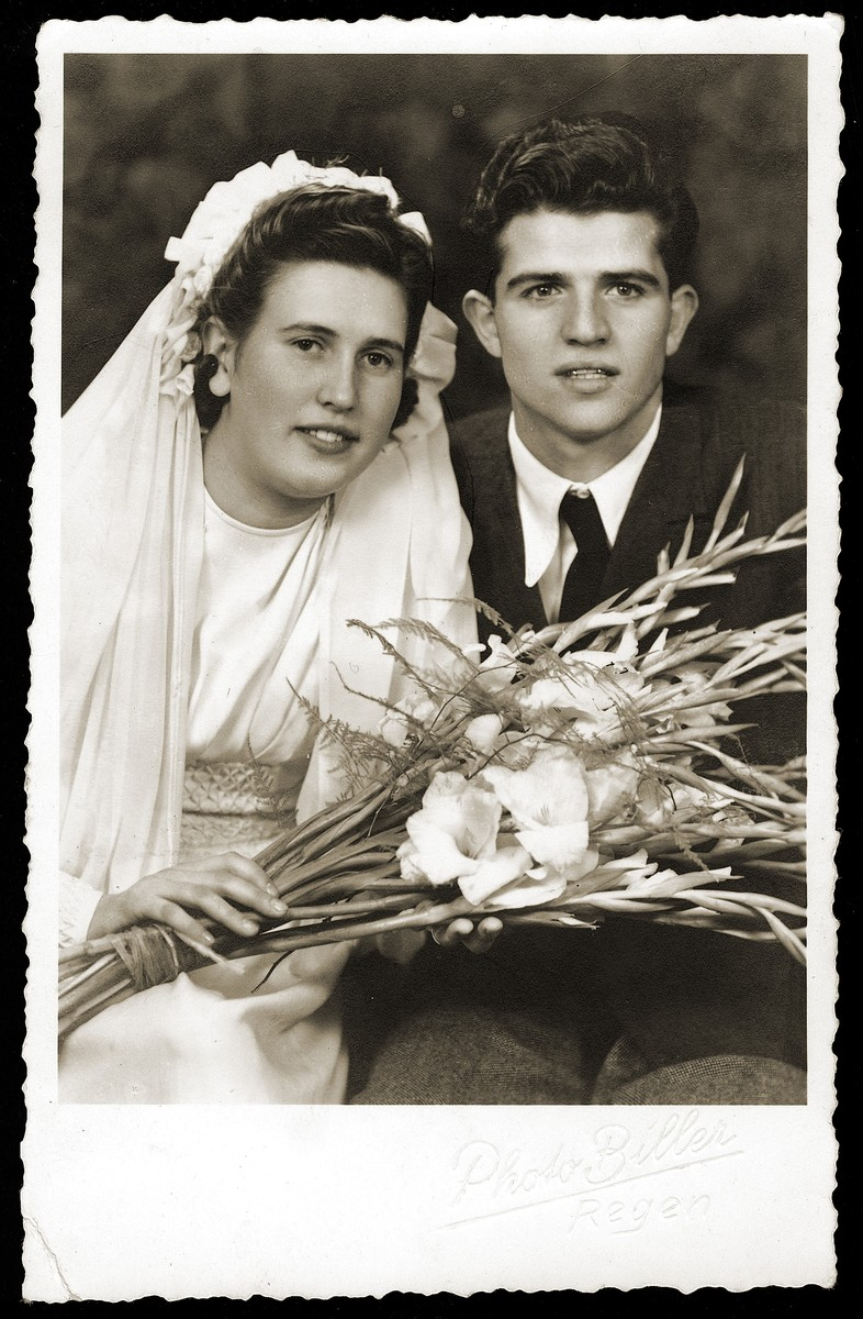 Wedding portrait of Isidor and Esther Gruengras.