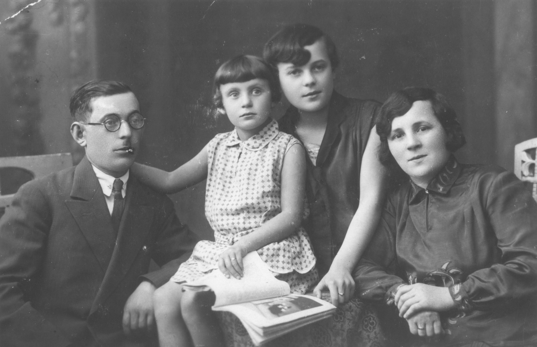 Portrait of the family of Noach Nortman.  While the Nortman children survived the war, Noach and his wife died in Sosnowiec.