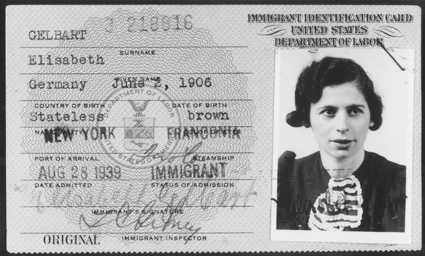 "United States immigration card issued to Elisabeth Gelbart. Though born in Germany, her nationality is listed as ""stateless""."