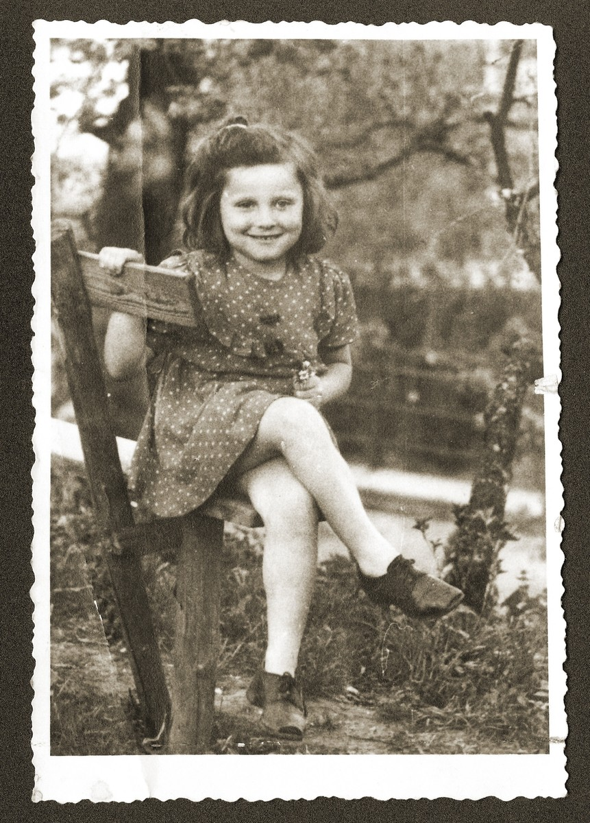 Portrait of a young Jewish DP child living in Woerth an der Donau, Germany.  Pictured is Mania Sztajnman.