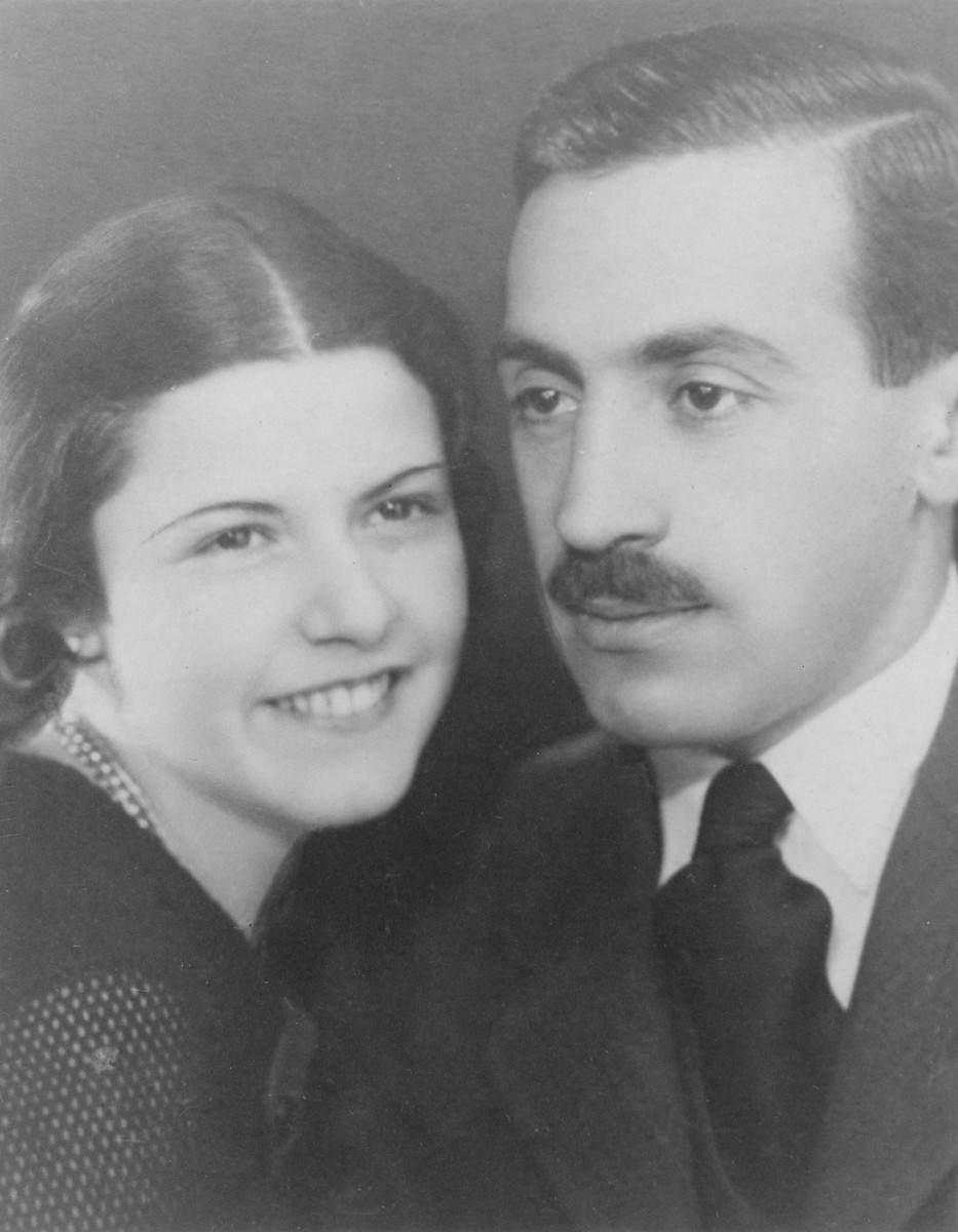 Studio portrait of Bela and Szenka Liebmann.