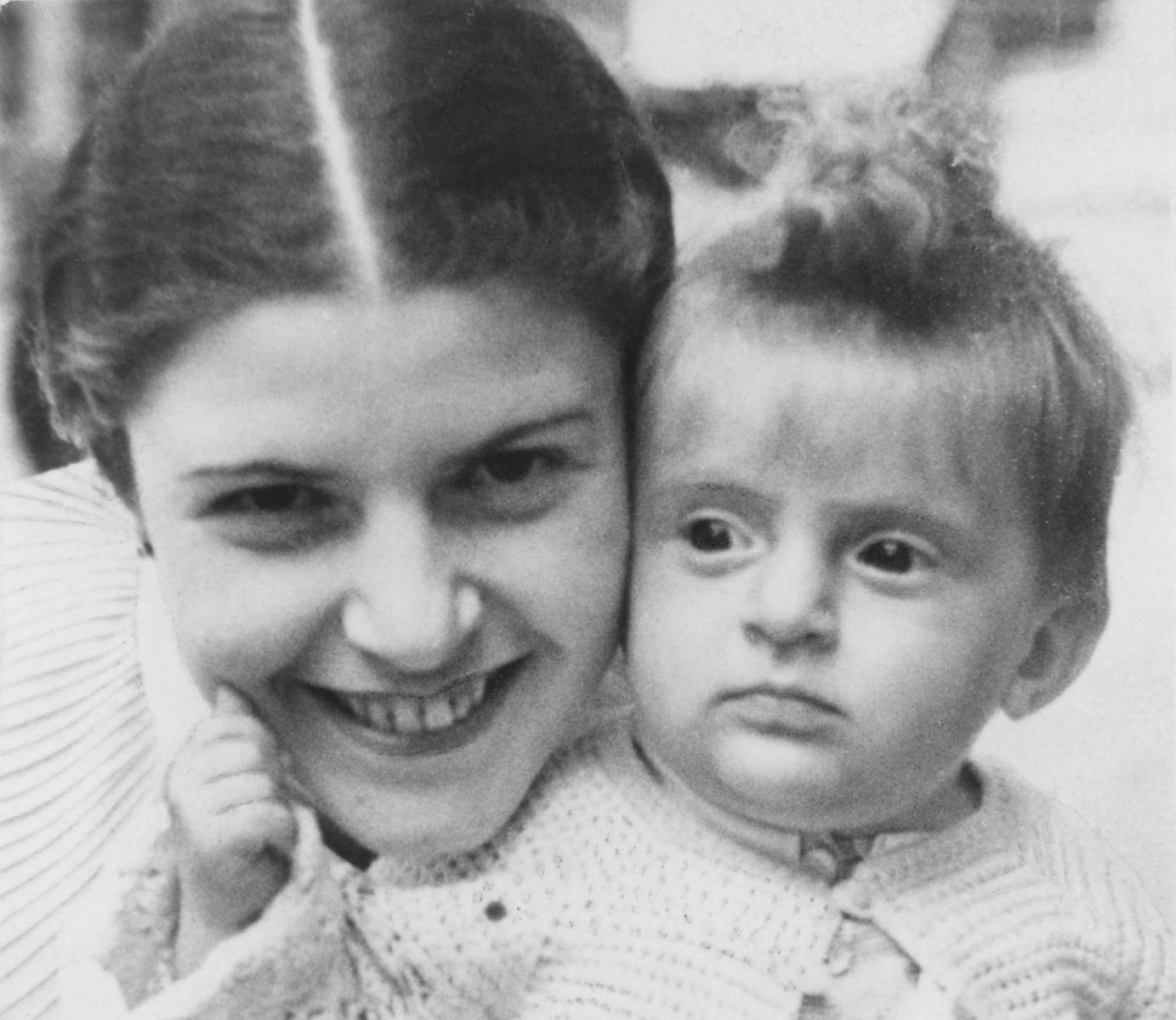 Portrait of Szenka and Florika Liebmann.