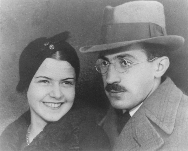 Studio portrait of Bela and Szenka Liebmann.