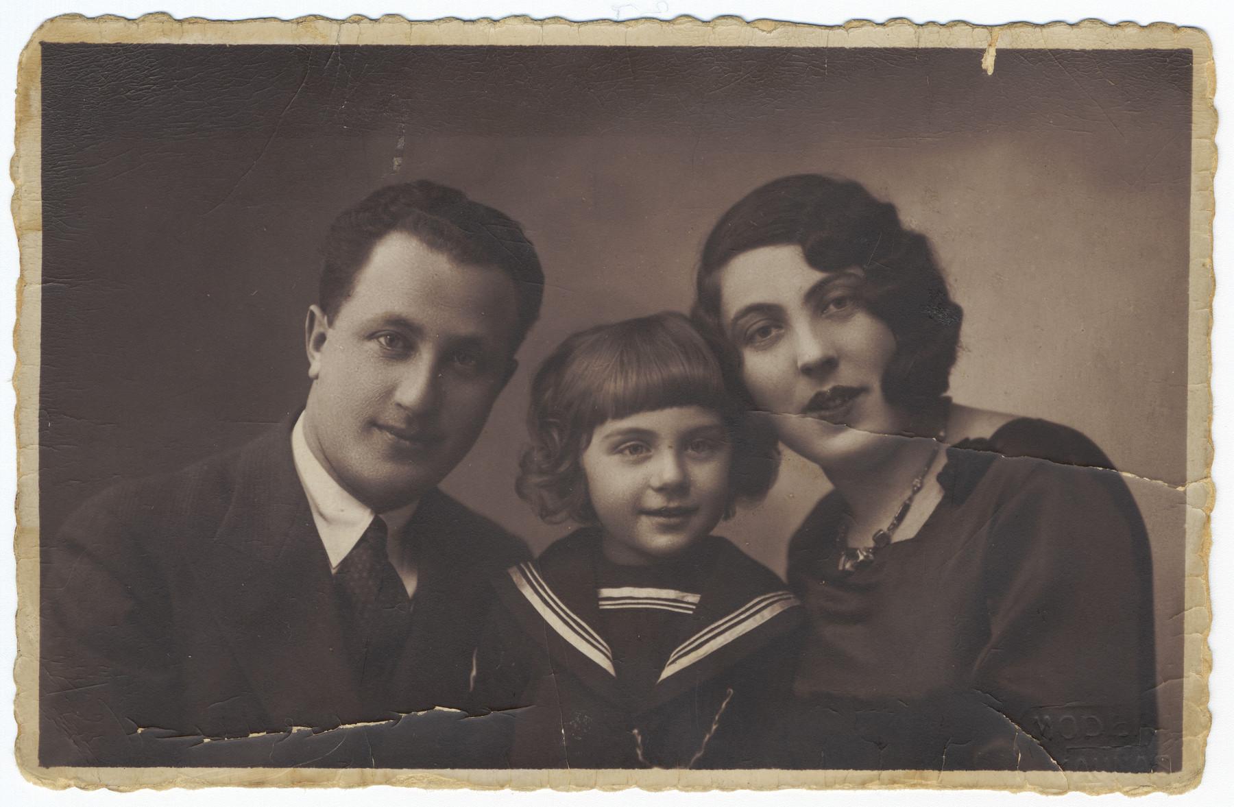 Studio portrait of Salomon, Avram and Rachil Romas, a Lithuanian-Jewish family.