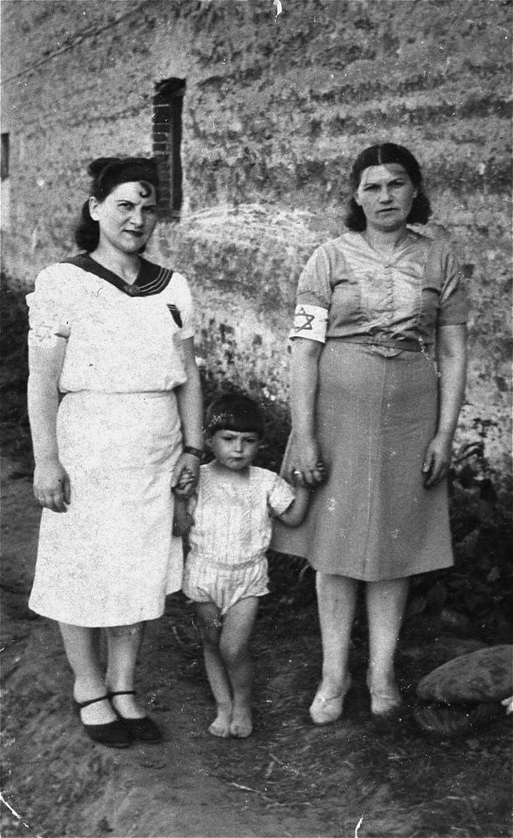 Members of the Jachimowicz family in the Piotrkow Trybunalski ghetto.  Pictured from left to right are: Zelda, David and Sarah Jachimowicz.