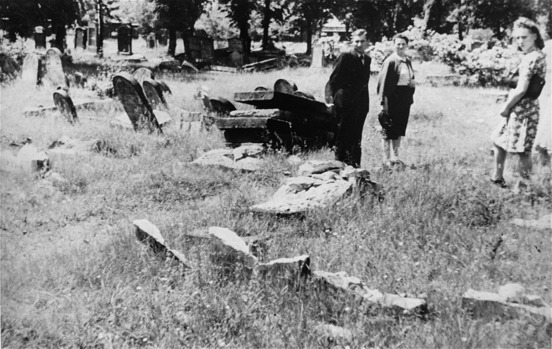 Survivors visit the Jewish cemetery in Piotrkow Trybunalski.  Among those pictured is Rose Guterman (at the far right).