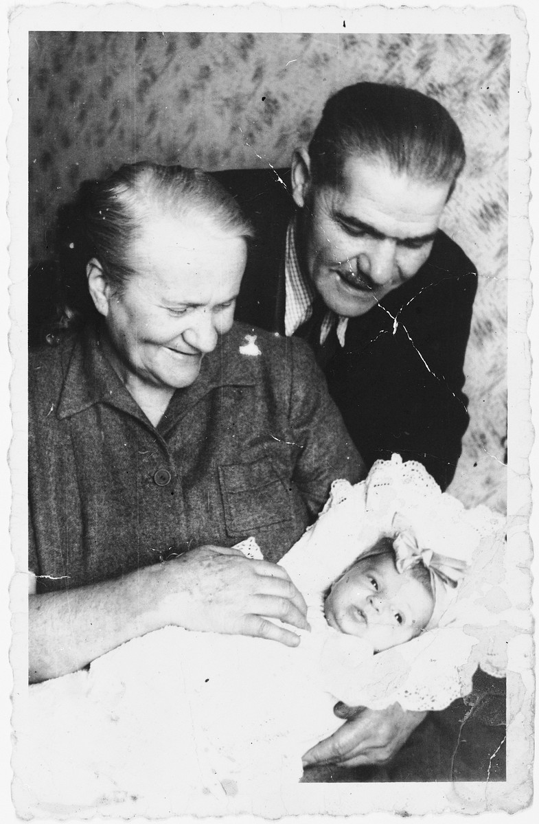 An elderly Jewish DP couple admires their newborn granddaughter in the Ansbach displaced persons camp.  Pictured are Chaim and Chaya Kleinhandler with their granddaughter, Varda.