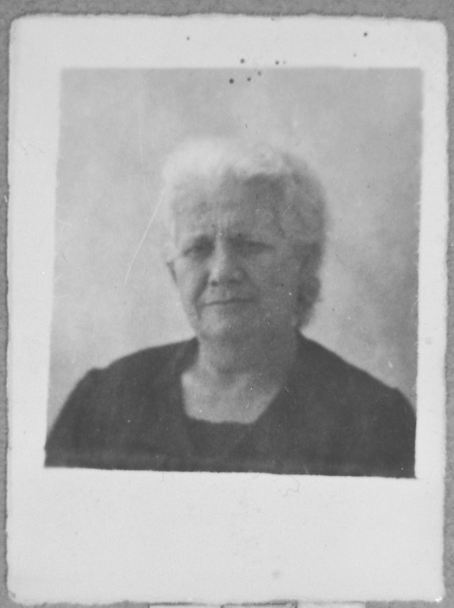 Portrait of Elisa Pardo, wife of Avram Pardo.  She lived on Dalmatinska in Bitola.