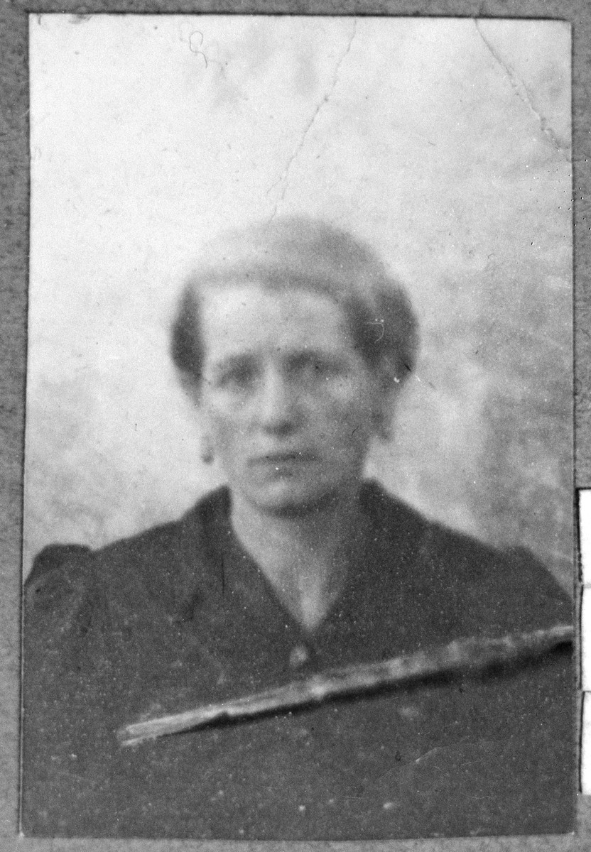 Portrait of Julie Kalderon (from Belgrad), [wife of Bohor Kalderon].