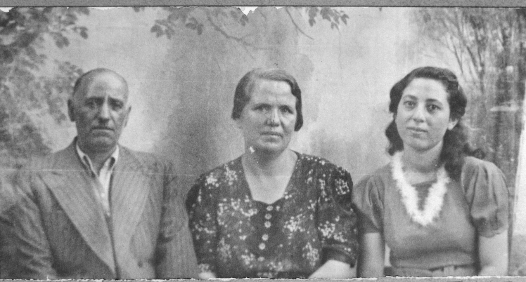 Portrait of Shua Negri, son of Isak Negri, Shua's wife, Rebeka, and his daughter, Alegra.  Shua was a second-hand dealer and Rebeka, a student.  They lived at Drinska 93 in Bitola.