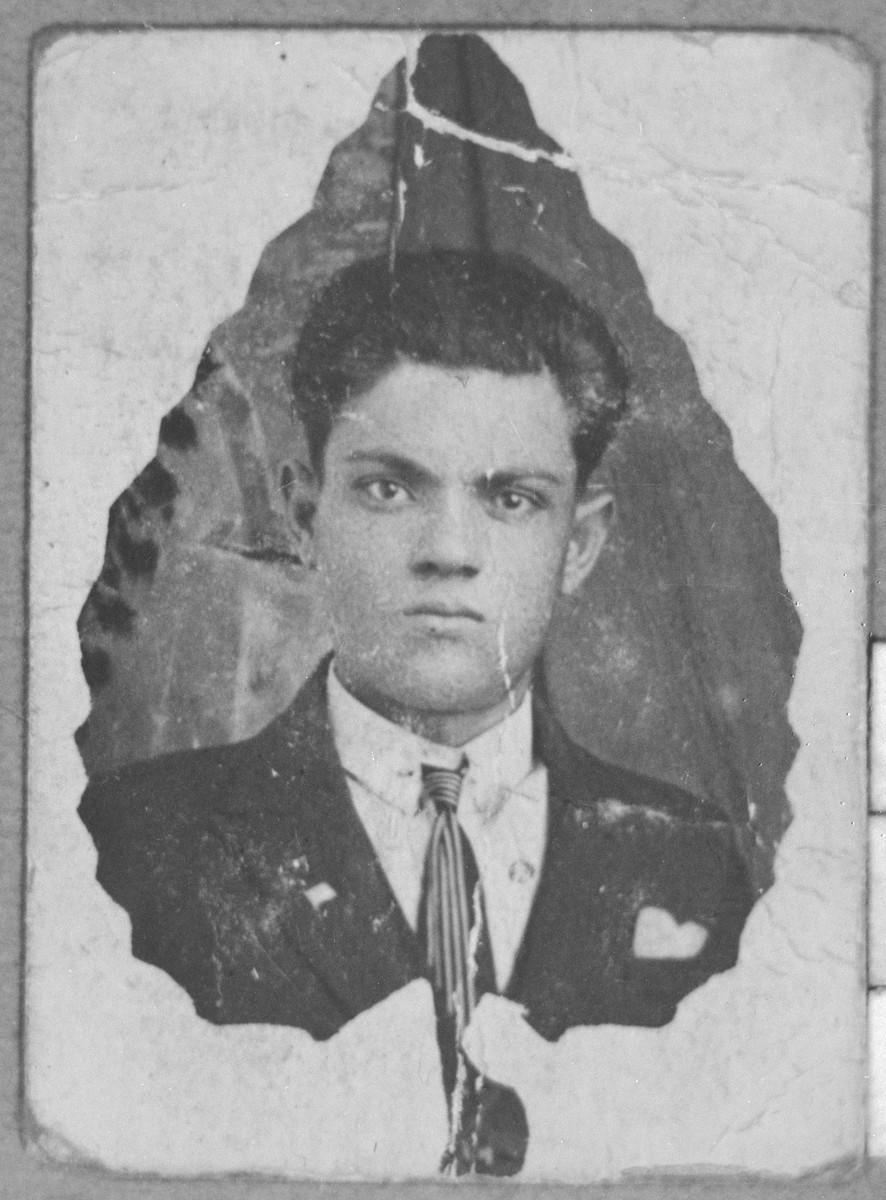 Portrait of Gariel Pardo.
