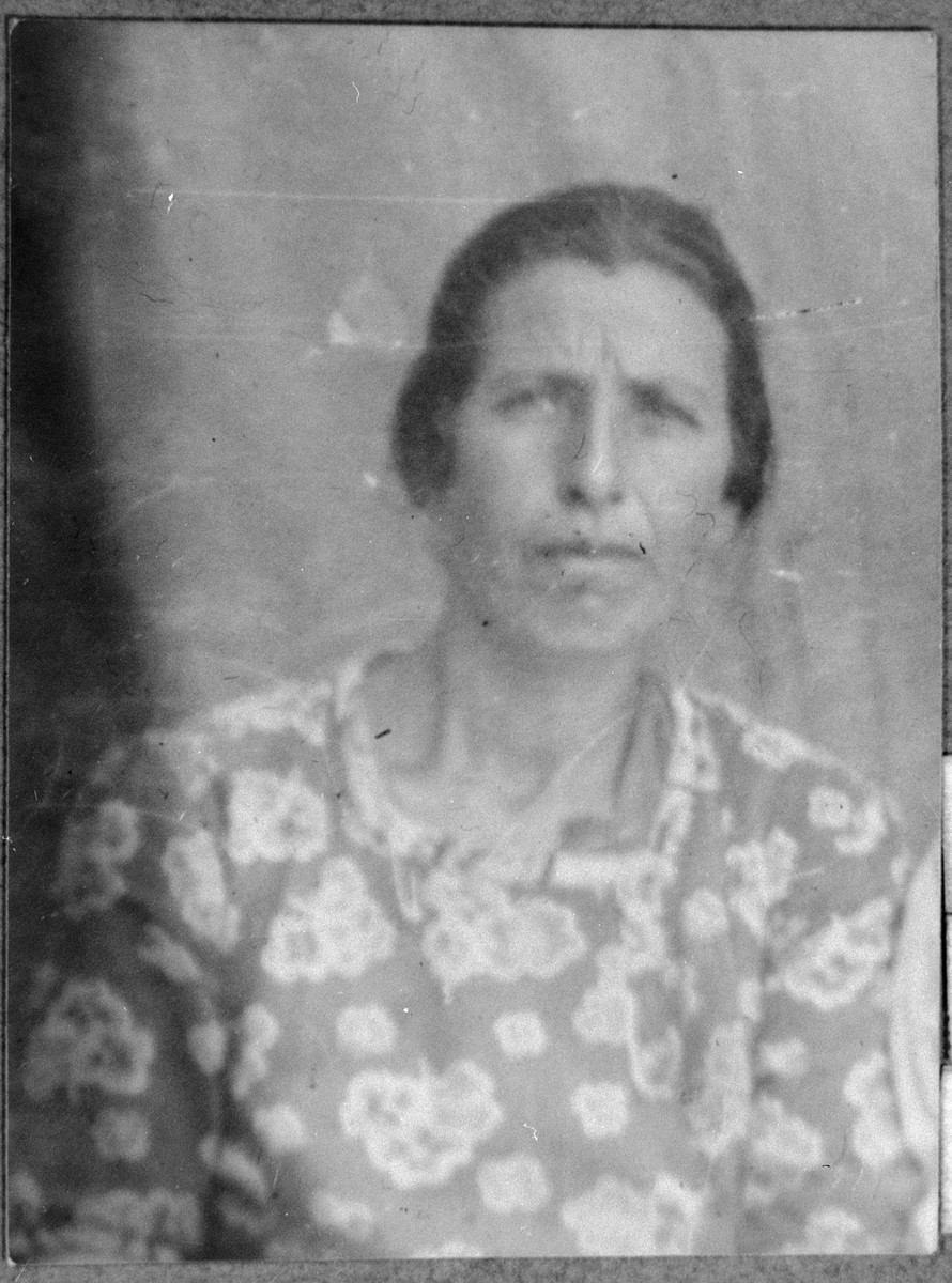 Portrait of Rahel Ovadia, [wife of Menashe Ovadia].  She lived at Kossantchicheva 10 in Bitola.