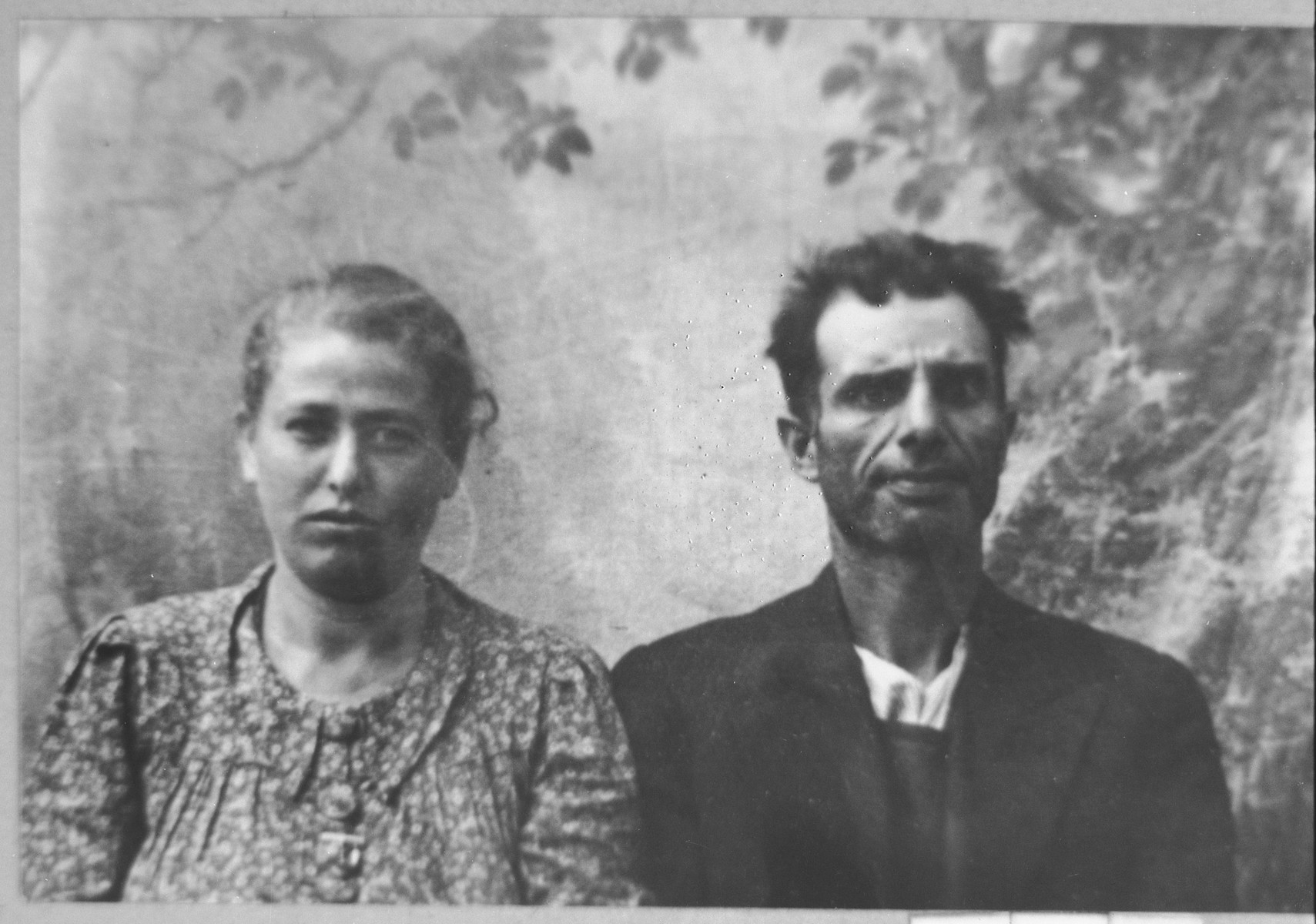 Portrait of Mois Nachmias and [his wife], Rahel.  Mois was a sackmaker.  They lived at Skopyanska 60 in Bitola.