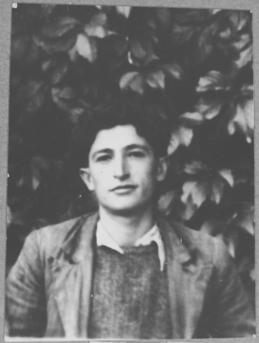 Portrait of Yehuda Ovadia, son of Haim Ovadia.  He was a student.  He lived at Mitrovatska 3-5 in Bitola.