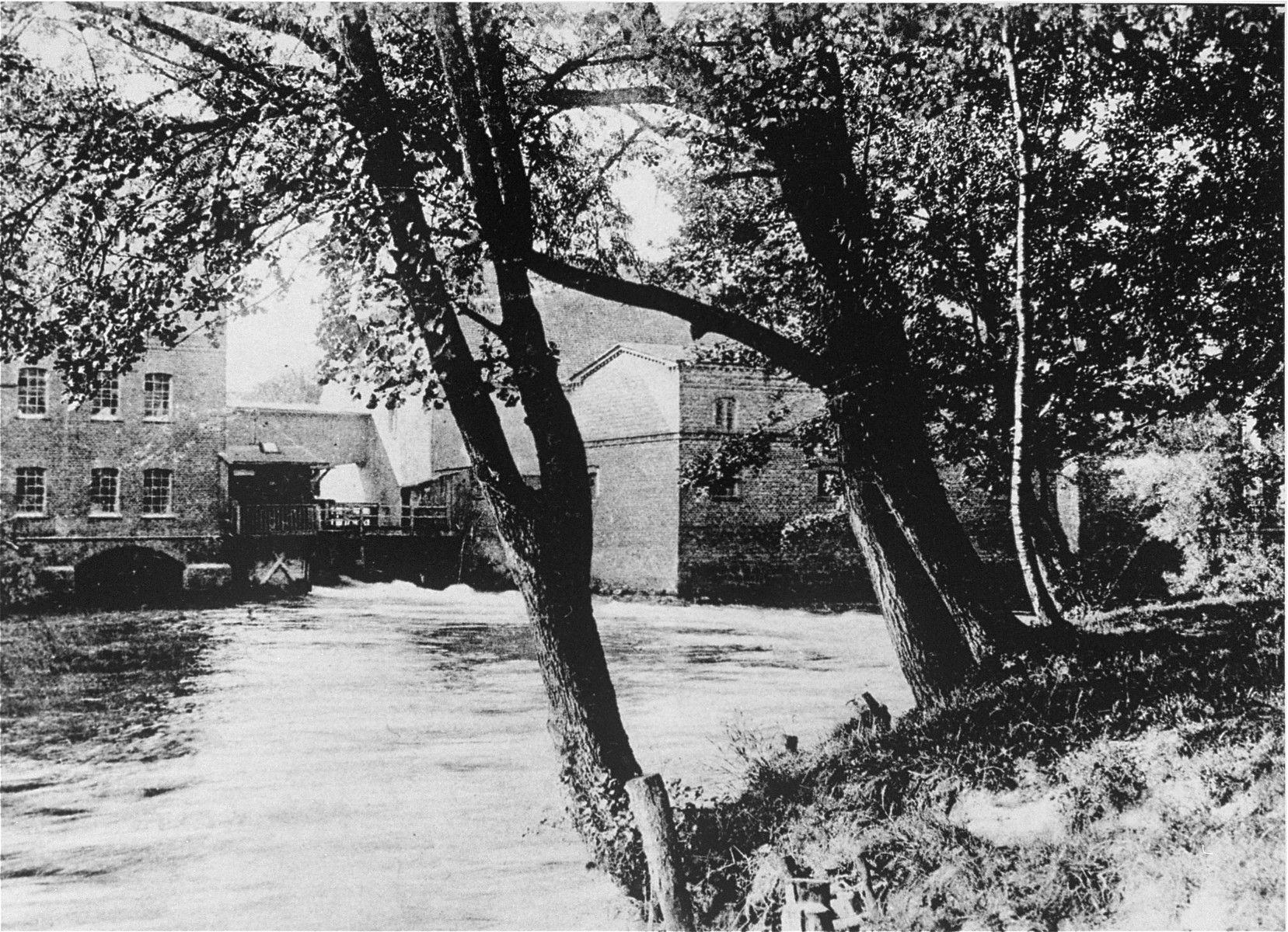 View of the Schlawer Muhlenwerke, a mill owned and operated by Hugo Gottschalk.    The mill was founded in 1872 by Benno Gottschalk (1834-1902).  His son, Hugo, took over the mill after his death.  The mill remained in the hands of the Gottschalk family until 1923, when it was sold to the city of Schlawe.