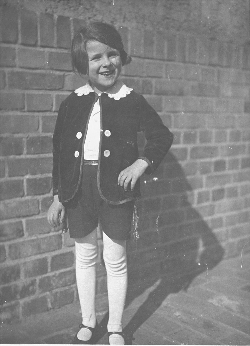 Portrait of Berta Rosenhein dressed in a costume for a school play at the Volksschule 50 in Leipzig.